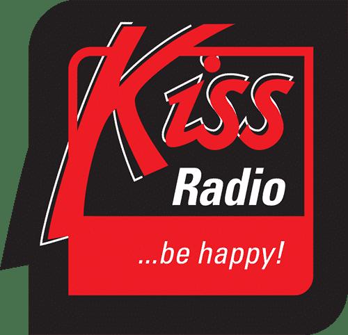 Logo KISS rádia, které se profiluje jako rozhlasová stanice hrající nejen hity 80 a 90. let.